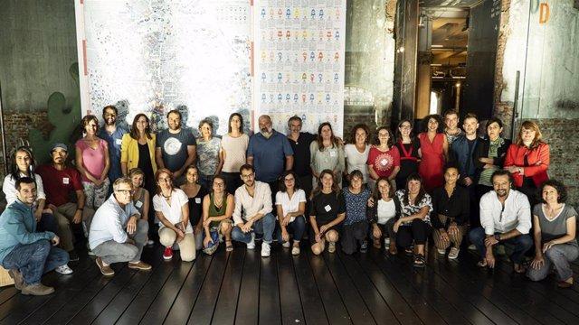 Miembros de la Fundación Daniel y Nina Carasso posan junto a los representantes de los 12 proyectos seleccionados en sus Convocatorias de 2019.