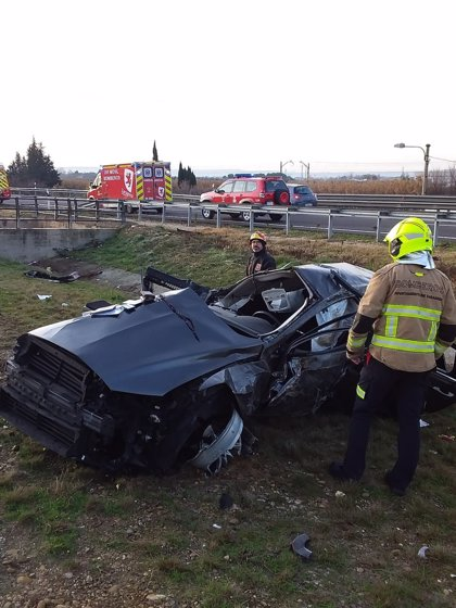 Sucesos.- Muere un hombre al salirse de la vía y volcar el coche en el que viajaba, en la AP-68 en Monzalbarba