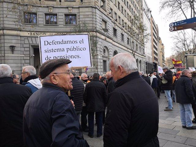 Manifestació de pensionistes davant del Banc d'Espanya a Barcelona