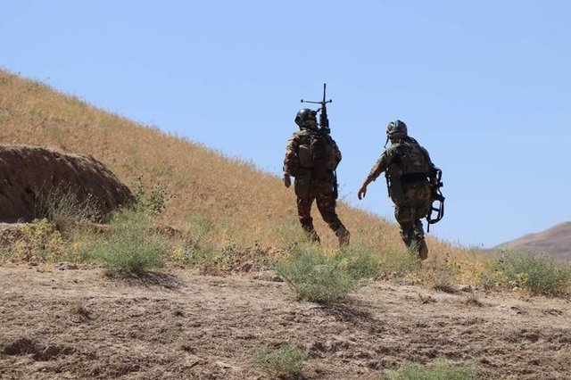 Dos militares afganos desplegados en una operación