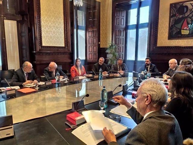 Mesa del Parlament que analitzarà la possible retirada de l'escó del president de la Generalitat, Quim Torra, a Barcelona, el 27 de gener del 2020.