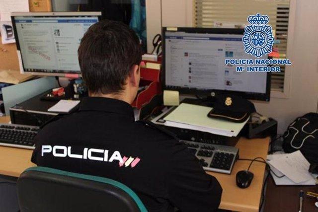 Imatge d'arxiu d'un agent de la Policia Nacional