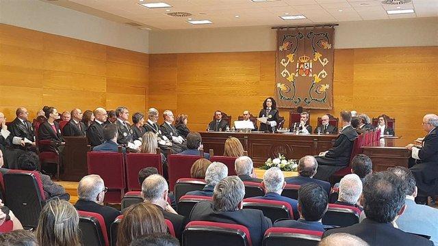 María Félix Tena toma posesión com presidenta del Tribunal Superior de Justicia de Extremadura