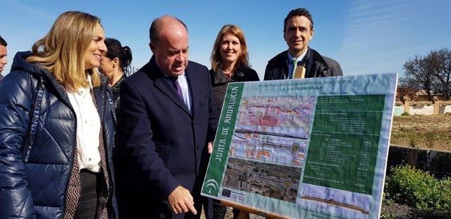 La consejera de Fomento, Marifran Carazo, asiste al inicio de las obras de mejora del acceso a Antequera desde la A-7282