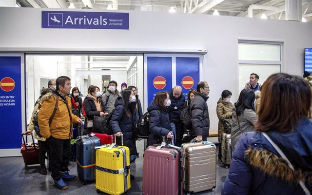 24 January 2020, Finland, Ivalo: Airline passengers wear masks on arrival at the Ivalo airport. On 23 January, two tourists from Wuhan ,China, visited a health centre in Ivalo to receive treatment for flu-like symptoms. The tourists are suspected to be in