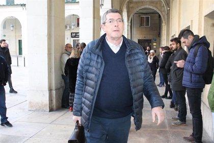 Juan Cano brindó con champán tras el entierro de Ponsoda, según la prima del alcalde asesinado