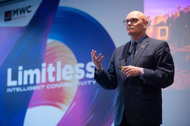 El consejero delegado de la organización de operadores móviles y compañías relacionadas, GSMA (Asociación GSM), Jhon Hoffman, durante la presentación del MWC 2020