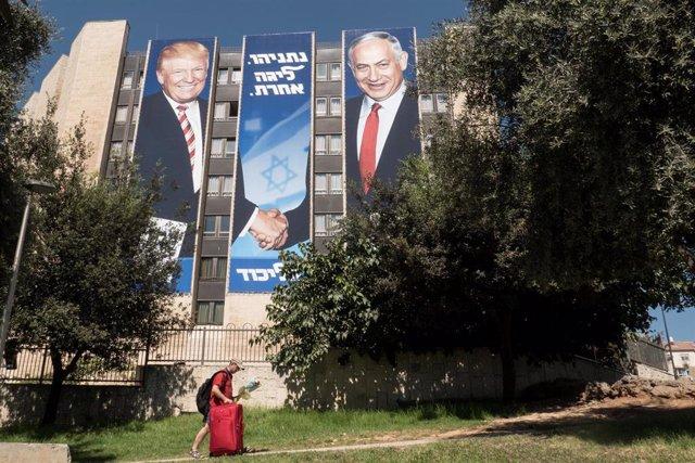 Cartel con la imagen de Donald Trump y Benjamin Netanyahu