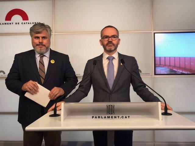 El president de JxCat al Parlament, Albert Batet, i el vicepresident del Parlament, Josep Costa, en roda de premsa a la cambra, 27 de gener del 2020.