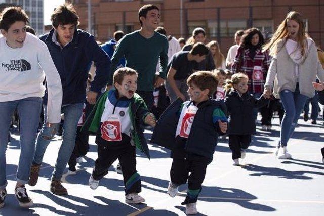 Carrera solidaria en el Día por la Paz que Save the Children organiza en centros escolares
