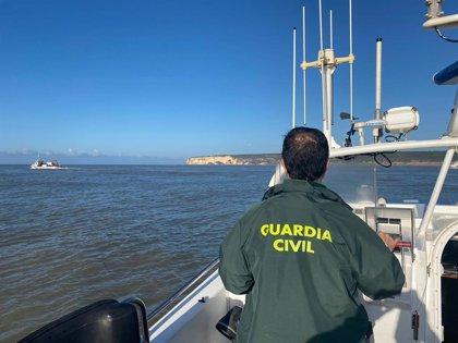 El cadáver rescatado a siete millas de Tarifa (Cádiz) corresponde a uno de los tripulantes del pesquero 'Rúa Mar'