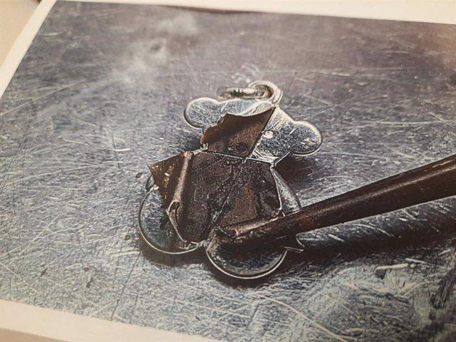 Fotografia de Consujoya de l'anàlisi d'una peça de Tous.