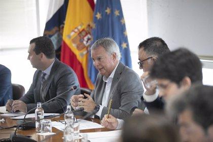 """El Gobierno canario admite que el alza en el precio de billetes de avión """"está perjudicando"""" al turismo"""