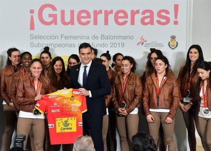 Los Reyes y Pedro Sánchez recibirán este martes a la selección española de balonmano