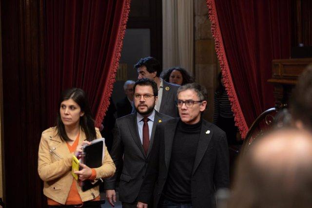 La portaveu d'ERC, Marta Vilalta (E); el vicepresident de la Generalitat (C) i el número dos de l'exvicepresident Oriol Junqueras, Josep Maria Jové (D), en el ple del Parlament, Barcelona (Espanya), 27 de gener del 2020.