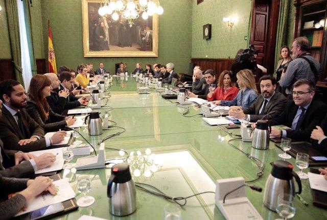 Sala de reuniones durante la Junta de Portavoces del Congreso de los Diputados, en la sala Mariana Pineda del Congreso de los Diputados, en Madrid (España)