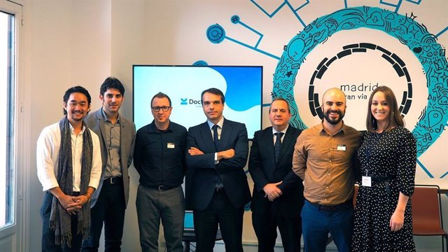 Firma del acuerdo entre Innova Advanced Consulting y Docuten