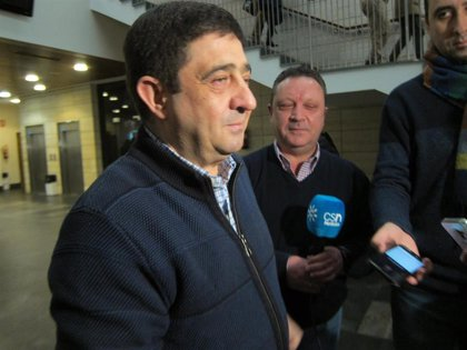Reyes (PSOE) defiende que es el momento de debatir sobre los problemas de los andaluces y no sobre el partido