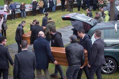 A Pastoriza despide a la última víctima de la violencia de género y a su presunto asesino en un funeral conjunto