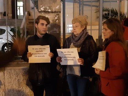 """Unas 20 personas piden en Palma que """"las autoridades no miren a otro lado"""" ante la explotación de menores tutelados"""