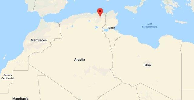 Un avión militar se estrella en la provincia argelina de Oum El Bouaghi.