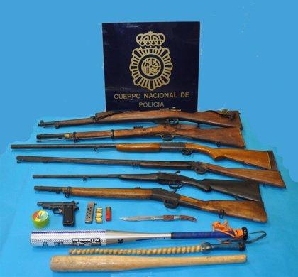 Detenidos en Torrelavega un peligroso delincuente y su padre e intervenidas armas de fuego y bates