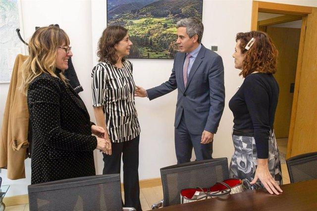 Eugenia Gómez de Diego, Ana Echenique, Pablo Zuloaga y Ana Belén Álvarez en la sede del Ejecutivo