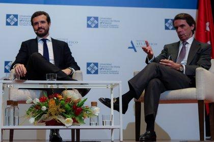 """Aznar a Casado: """"Debes confrontar con Gobierno como si Vox no existiera y con Vox como si el Gobierno no existiera"""""""