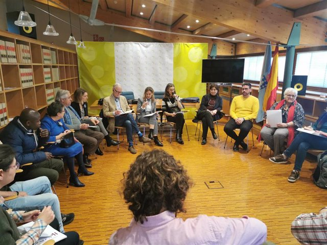 El relator de Extrema Pobreza y Derechos Humanos de la ONU, Philip Alston, se reúne con la valedora do Pobo, María Dolores Fernández Galiño, y colectivos en riesgo de exclusión social.
