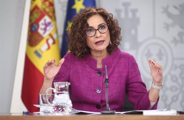 La ministra de Hacienda y Portavoz del Gobierno, María Jesús Montero comparece en rueda de prensa tras el Consejo de Ministros, en el Complejo de la Moncloa, en Madrid (España), a 28 de enero de 2020.