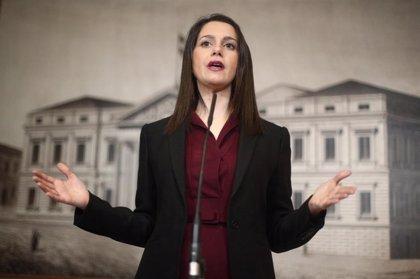 """Arrimadas exhorta a Sánchez a """"romper con el independentismo"""" tras defender Junqueras la autodeterminación"""