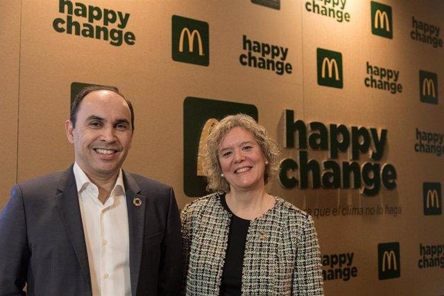 El Director General de McDonald's España, John Alves, y la Directora de Compras, Calidad y Sostenibilidad de McDonald's España, Natalia Mota