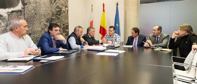 Reunión del consejero de Obras Púbilcas, José Luis Gochicoa, con AMA