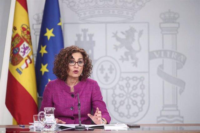 La ministra de Hacienda y Portavoz del Gobierno, María Jesús Montero, comparece en rueda de prensa tras el Consejo de Ministros, en el Complejo de la Moncloa, en Madrid (España), a 28 de enero de 2020.