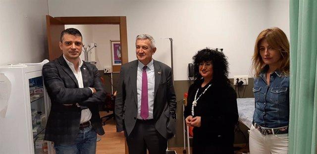 El rector y la gerente de la Universidad de Oviedo, Santiago Garcúa y Ana Caro, respectivamente, durante su visita a la EPI