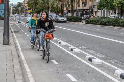 Abre el carril bici de la avenida Primado Reig de València entre la calle Bilbao y Vicent Zaragozá