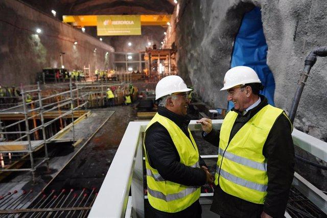 El presidente de Iberdrola, Ignacio Sánchez Galán, y el primer ministro de Portugal, Antonio Costa, visitando el proyecto de la compañía en Portugal.