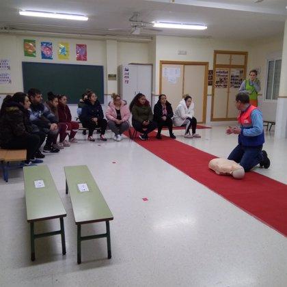Madres y padres de Linares aprenden primeros auxilios con expertos del Área de Gestión Sanitaria Norte de Jaén