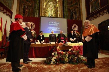 Bernardo Kliksberg, investido por la UCAM en la festividad de Santo Tomás de Aquino
