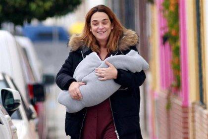 Toñi Moreno visita el hospital tras recibir el alta con su hija Lola
