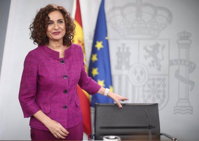 La ministra de Hacienda y Portavoz del Gobierno, María Jesús Montero, en rueda de prensa tras el Consejo de Ministros, en el Complejo de la Moncloa, en Madrid (España), a 28 de enero de 2020.