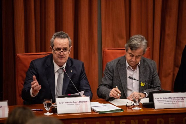 L'exconseller de l'Interior, Joaquim Forn (E), juntament amb el president de la Comissió d'Investigació, Antoni Morral (D), al Parlament de Catalunya, 28 de gener del 2020.