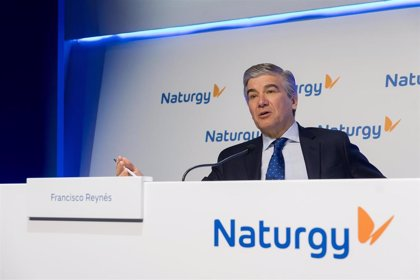 Fitch saca a Naturgy de vigilancia negativa al considerar que será capaz de gestionar el recorte de la CNMC