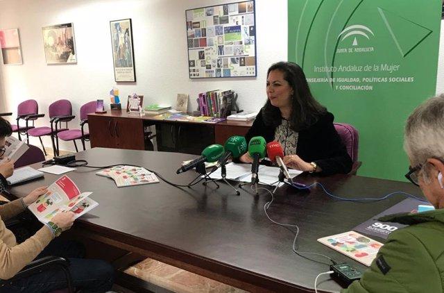 El IAM presenta en Huelva la guía '¿Piensas como hablas?' para un uso igualitario del lenguaje en los centros escolares.