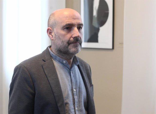 El diputado del Bloque Nacionalista Galego (BNG), Néstor Rego, a su llegada a la Junta de Portavoces en el Congreso de los Diputados / Madrid (España), a 28 de enero de 2020.