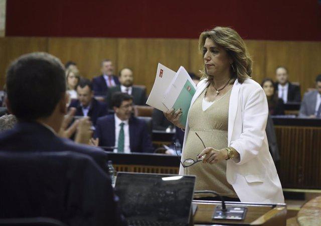 La secretaria general del PSOE-A, Susana Díaz (d), tras su intervención un pleno extraordinario del Parlamento andaluz para informar sobre el Estado de la Comunidad Autónoma.   En el Parlamento de Andalucía, a 28 de enero de 2020.