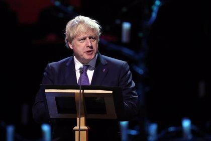 """Johnson dice que el 'acuerdo del siglo' de Trump """"podría ser un paso positivo hacia adelante"""""""