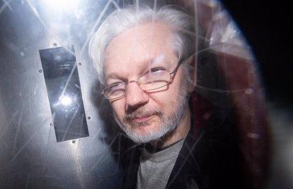 La defensa de Assange detalla el espionaje en Londres: micrófonos, copias de móviles y perfiles de políticos y abogados