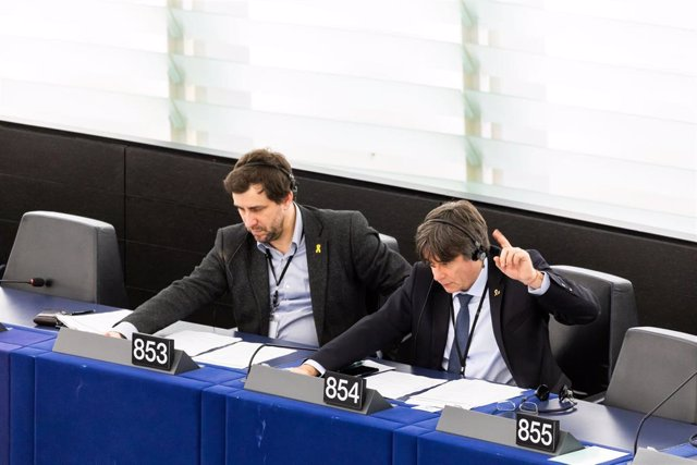 15 January 2020, France, Strasbourg: Members of the European Parliament and former members of the Catalan government Toni Comin (L) and Carles Puigdemont attend a plenary session of the European Parliament. Photo: Philipp von Ditfurth/dpa