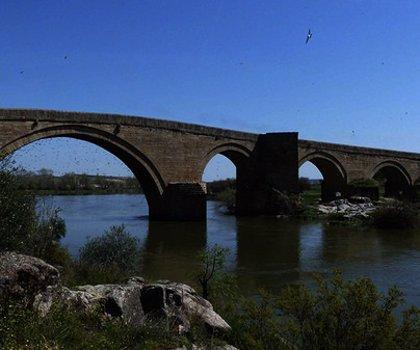 C-LM abordará con Extremadura declarar BIC el puente del arzobispo Pedro Tenorio